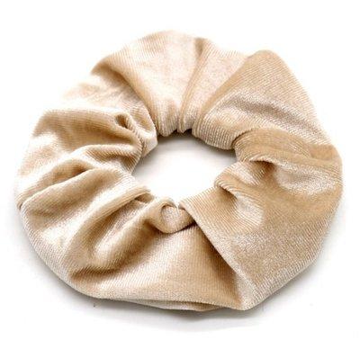 Scrunchie haarelastiek velvet beige